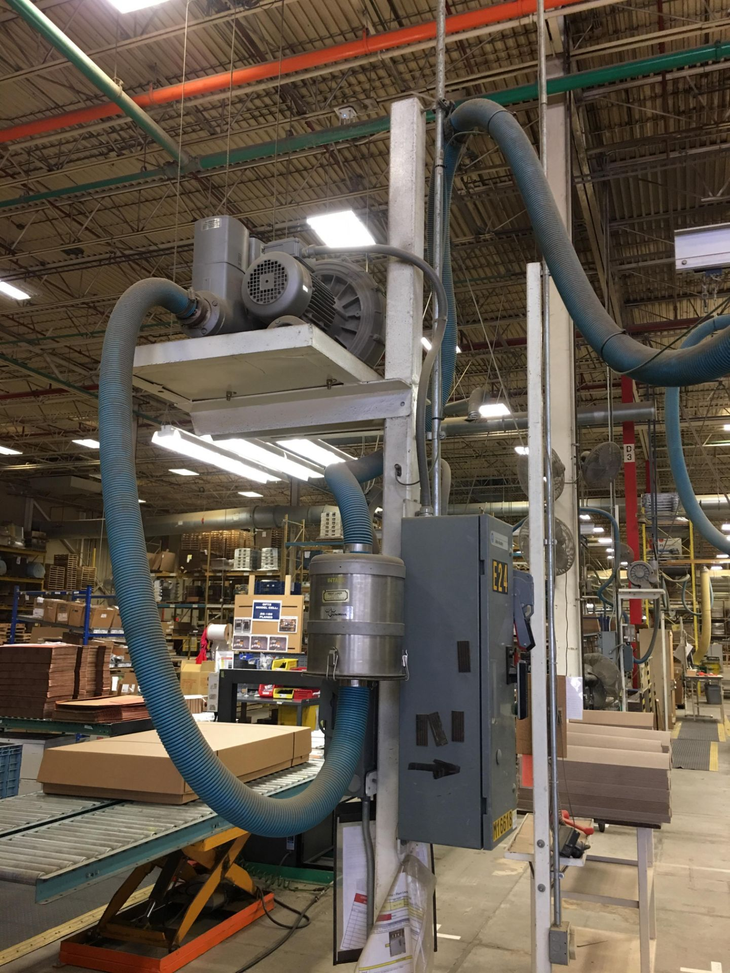 VACUUM LIFTER WITH PUMP AND OVERHEAD GANTRY RAILS - Image 2 of 2
