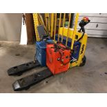 YALE (MPW06) 12 VOLT ELECTRIC PALLET JACK WITH CHARGER (EXCLUDING TANK)