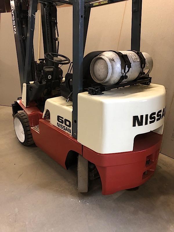Lot 3 - NISSAN (CUGJ02F30PV) 6,000 LBS CAP FORKLIFT LPG 3 STAGE SIDE SHIFT (EXCLUDING TANK)