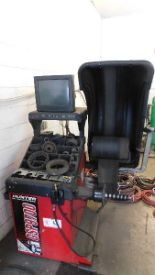 Lot 42 - Hunter Tire Balancing Machine Mdl GSP9700 Road Force Wheel Balancer
