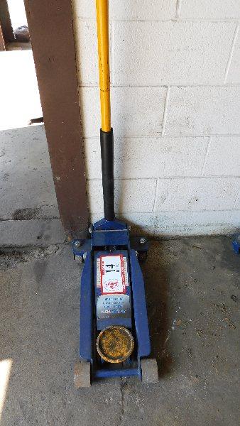 Lot 14 - 3 1/2-Ton Floor Jack