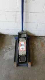 Lot 18 - 3 1/2-Ton Floor Jack