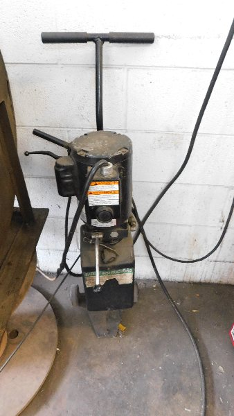 Lot 36 - Challenger Mdl MR6, Hydraulic Floor Lift 6,000LB capacity Dual Cylinder
