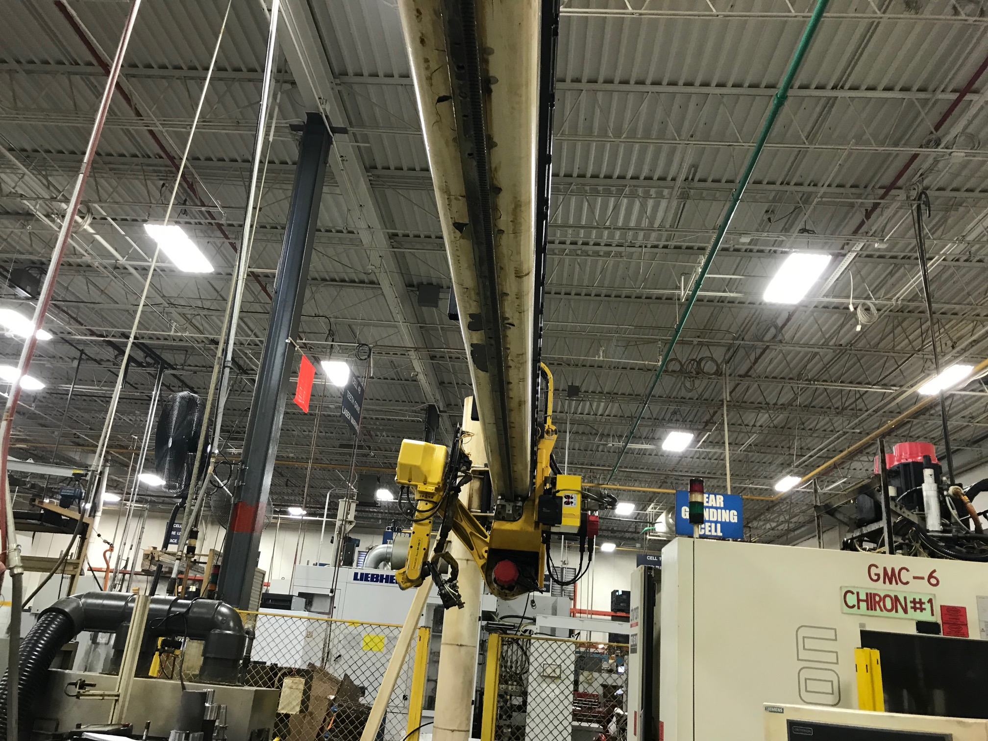 Lot 9 - FANUC GANTRY ROBOT WITH 23' RAIL, MODEL M-16IT, RJ3 CONTROL, SN E98Y0381, YEAR 11-99 LOCATION IL