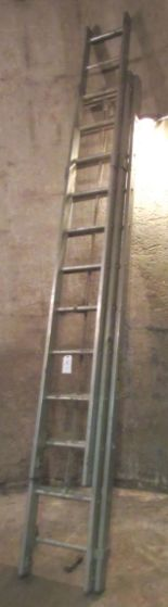 Lot 6 - 35' Aluminum Extension Ladder
