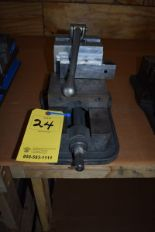 "Lot 24 - KURT 6"" MACHINE VISE"