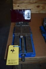 "Lot 4 - KURT 6"" MACHINE VISE"