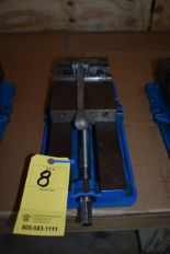 "Lot 8 - KURT 6"" MACHINE VISE"