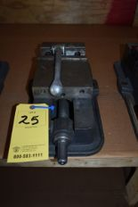 "Lot 25 - KURT 6"" MACHINE VISE"