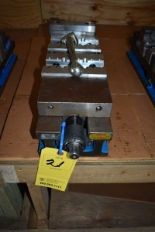 "Lot 21 - KURT 6"" MACHINE VISE"