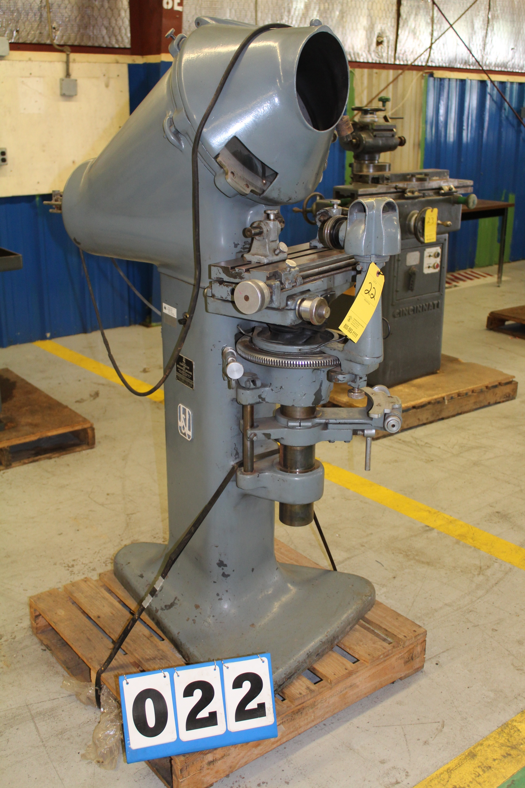 Lot 22 - G & L COMPARATOR MEASURING MACHINE