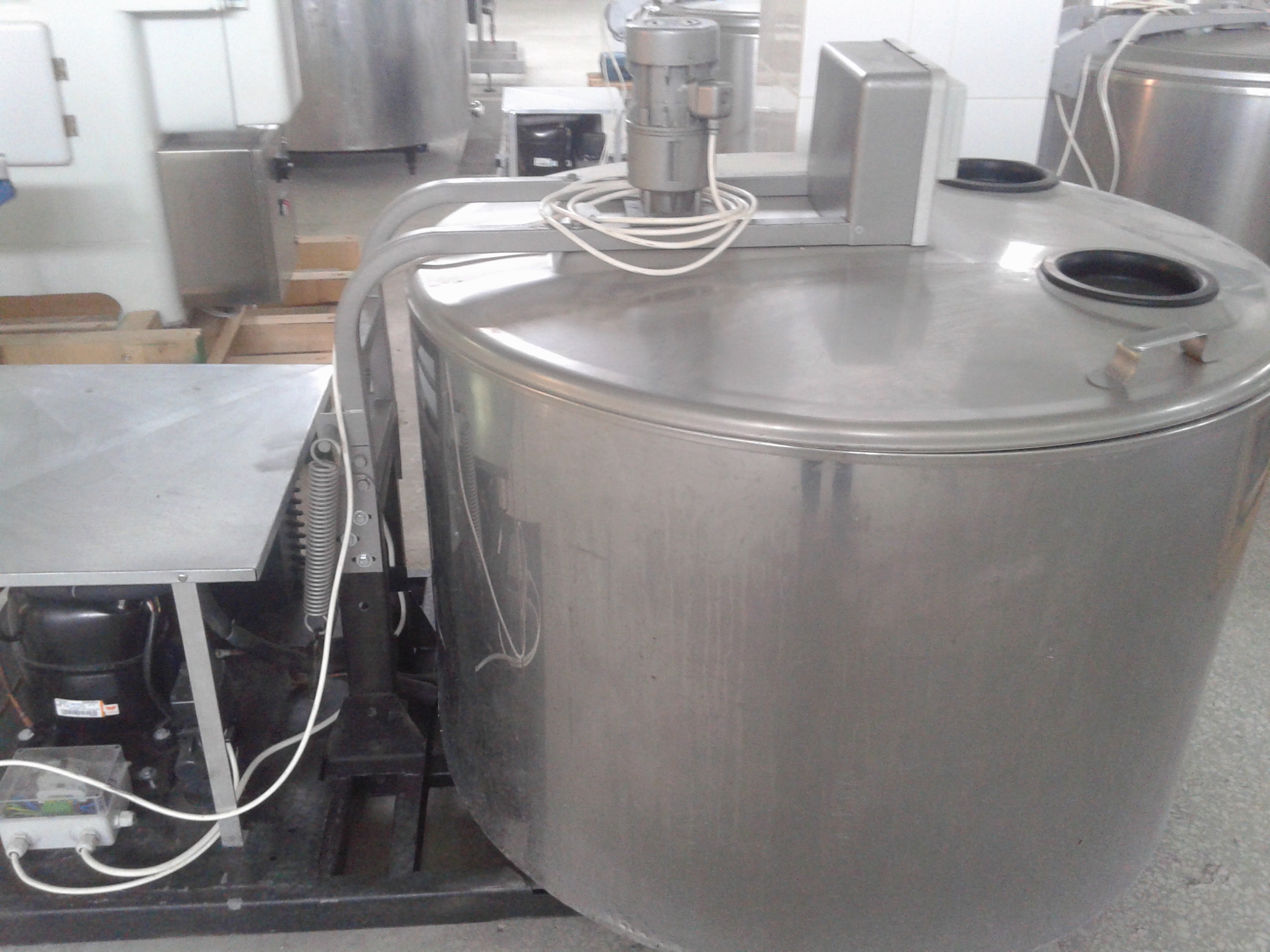 Lot 18 - JAPY 650 Liter Milk Cooling Tank, Model 650, Equipped with Top Mount Prop Agitation, On-Board Compr