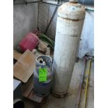 English: R407C Container 11kg Full, R410 Container 10kg, 2 Large Empty Containers for Freon Liquid .