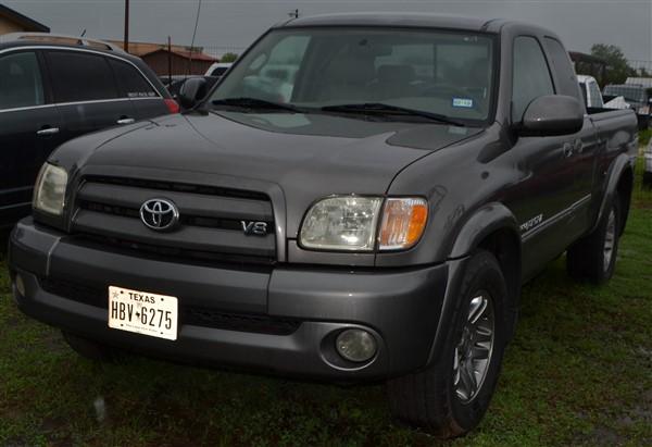 Lot 6 - 2003 Toyota Tundra V8