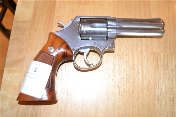 Lot 1 - S&W 357 Magnum