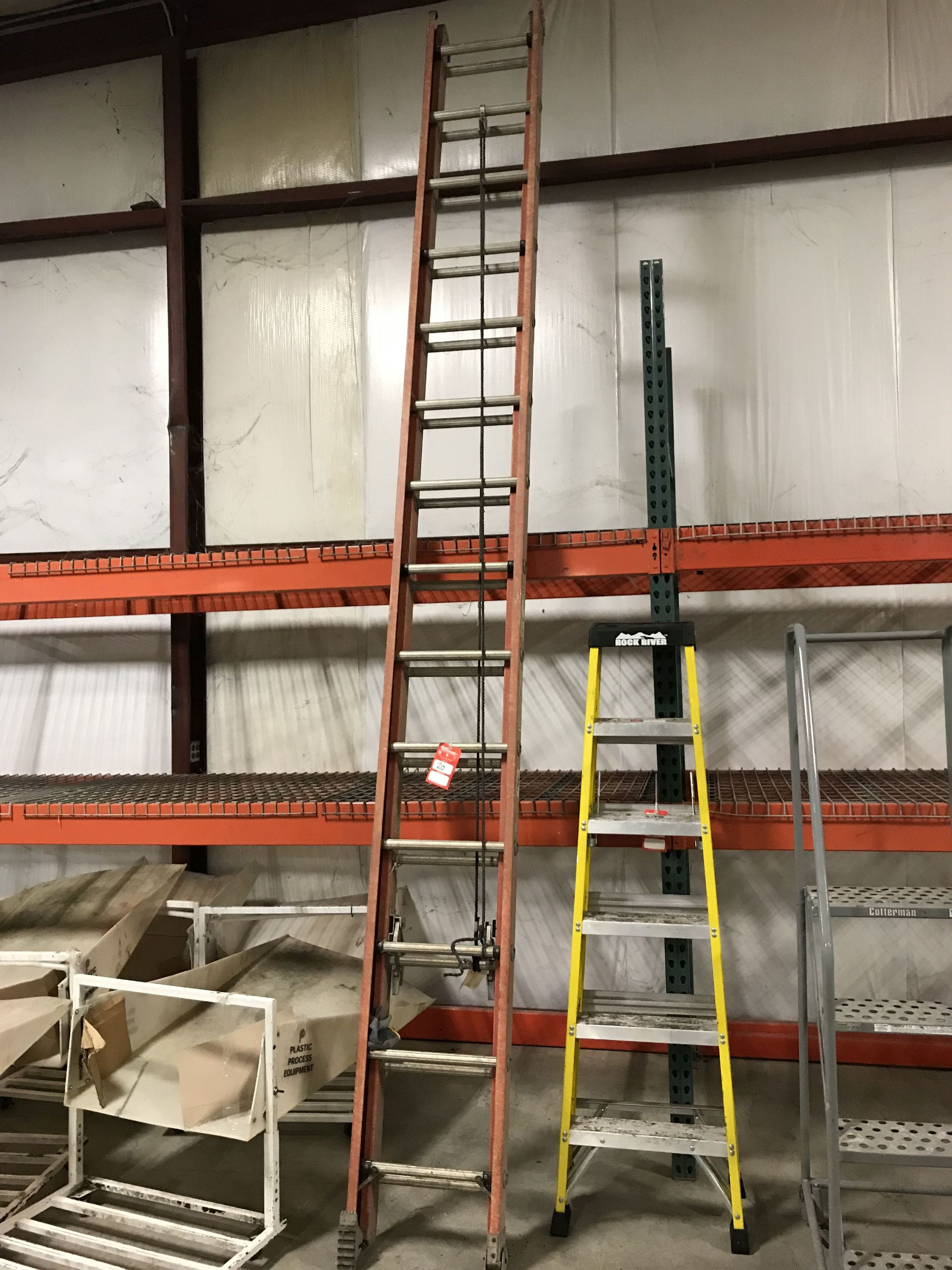 Lot 20 - WERNER 28' EXTENSION LADDER [LOCATION: BUILDING 1]