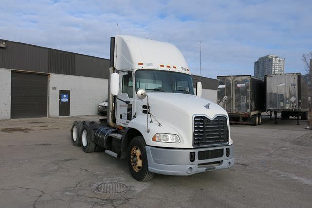 Lot 30 - MACK, CXU613, TRUCK TRACTOR, DAY CAB, MACK MP7 DIESEL ENGINE, 10 SPEED MANUAL TRANSMISSION, 335,
