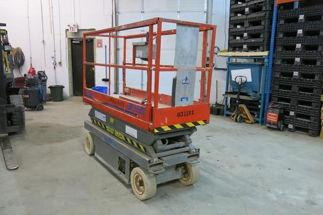 Lot 23 - SKYJACK, SJIII 3220, 20', BATTERY POWERED SCISSOR LIFT, 800 LBS. CAPACITY, 782 HOURS, S/N 609273