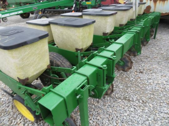 John Deere 7000 6 Row Planter 30 Inch Bean Cups And No Till Coulters