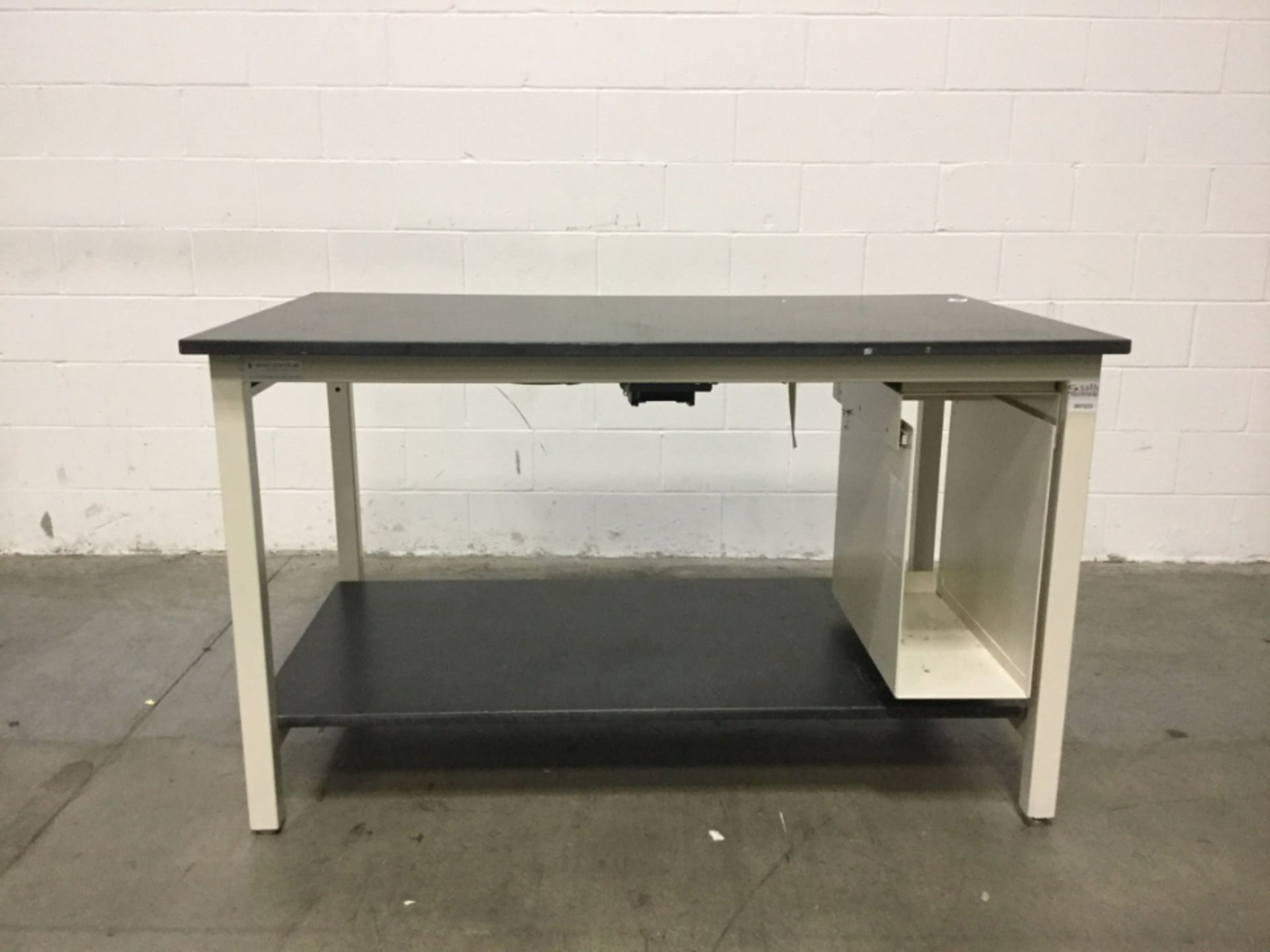 Lot 2 - 5' New England Lab Stationary Table