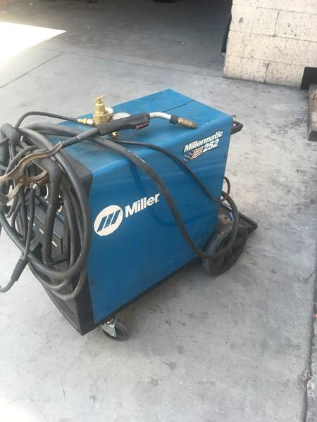 Lot 31d - Welder: Millermatic 252, SN: ME030325N