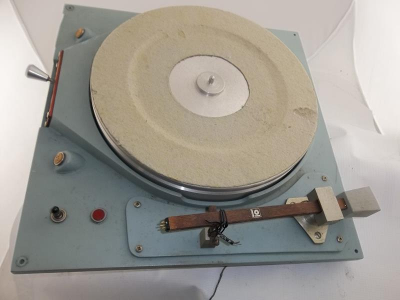 Lot 576 - Russco Studio Pro B, turntable, Clovis, CA, partial arm, felt mat damaged, 33 and 45, no base