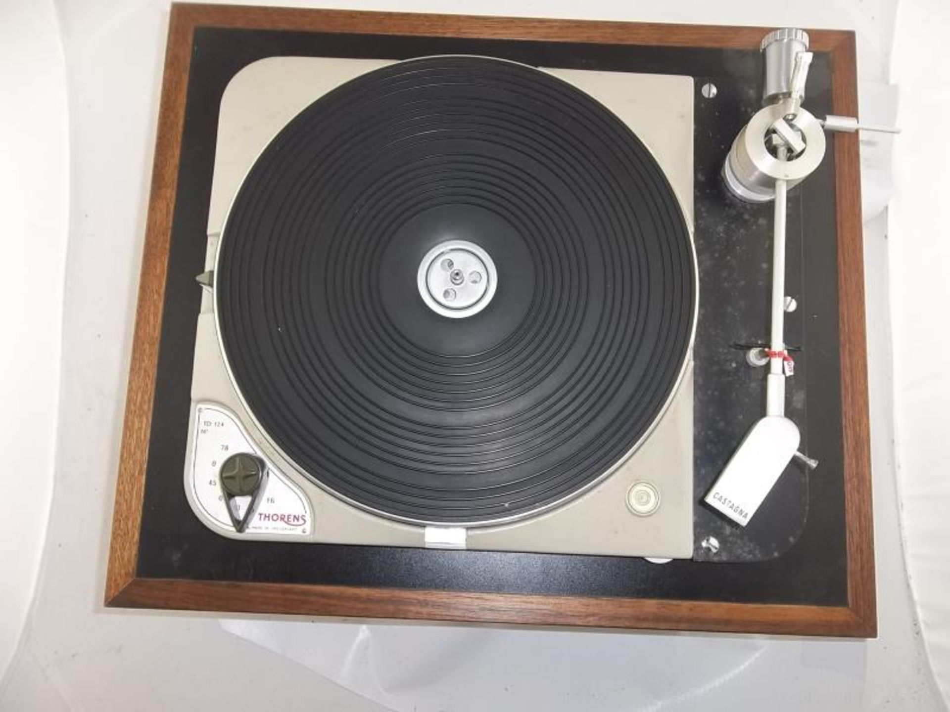 Lot 590 - Thorens TD 124 turntable, # 36829, made in Switzerland, Castagna head, 16, 33, 45 or 78