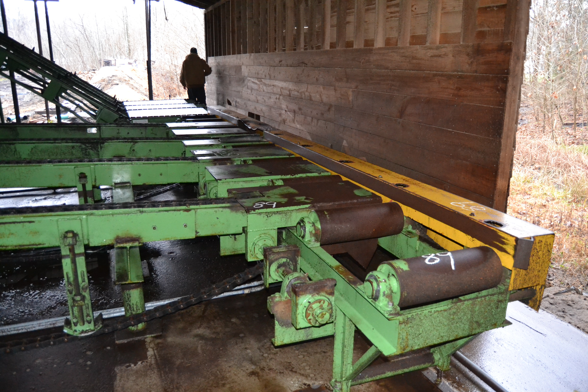 "Lot 89 - TURN A ROUND SYSTEM W/ 18""X17' INFEED ROLLCASE W/ CANT POSITIONERS W/ 12' 4 STRAND INFEED TRANSFER"