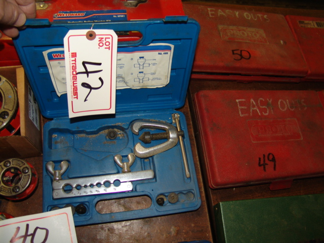 Lot 42 - WESTWARD 495 FLARING TOOL KIT