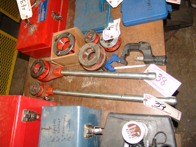 "Lot 39 - RIDGID 00-R THREADER & 3/4"" DIE"