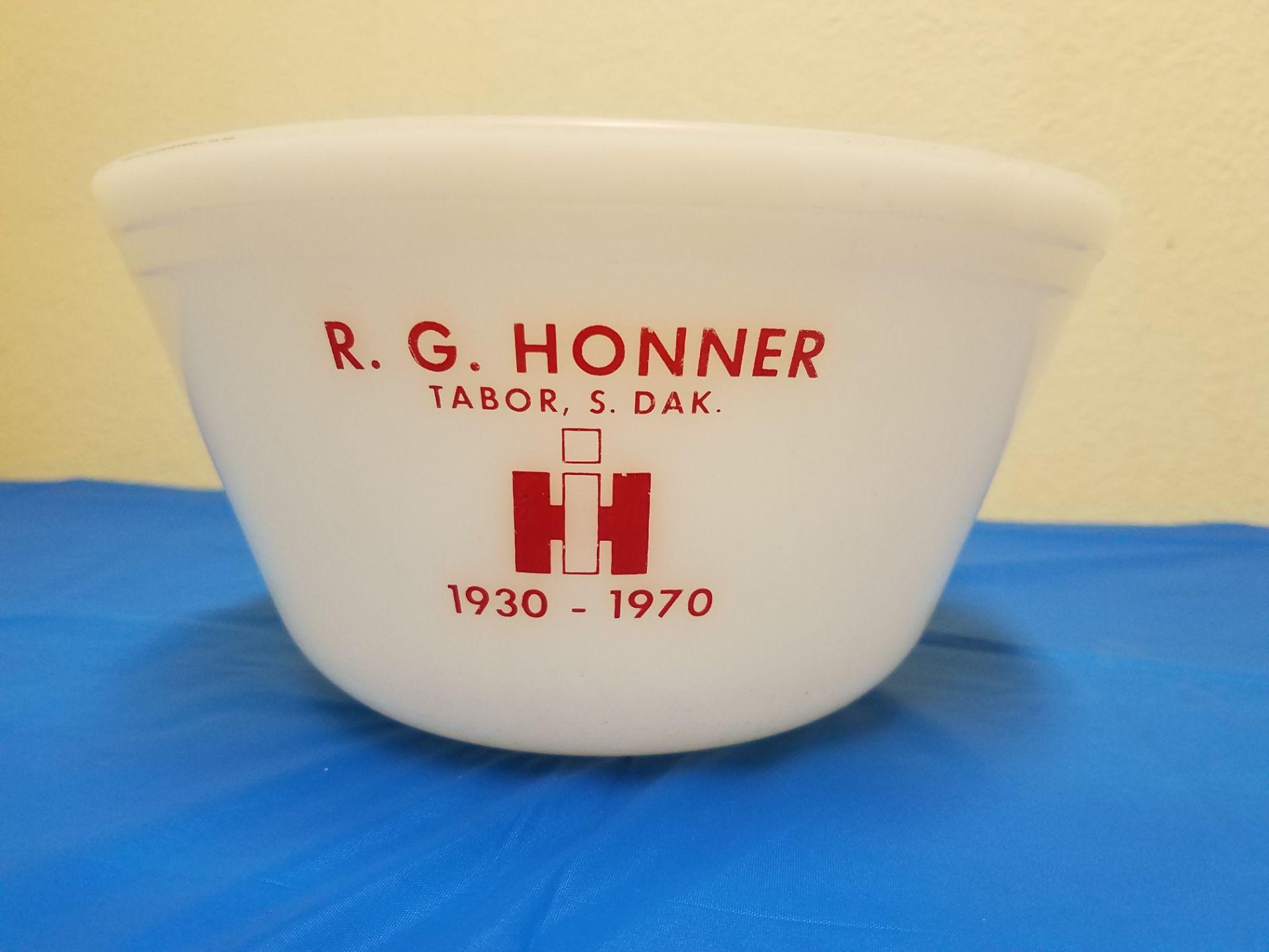 Lot 26 - R.G.Honner Tabor SD Glass Bowl