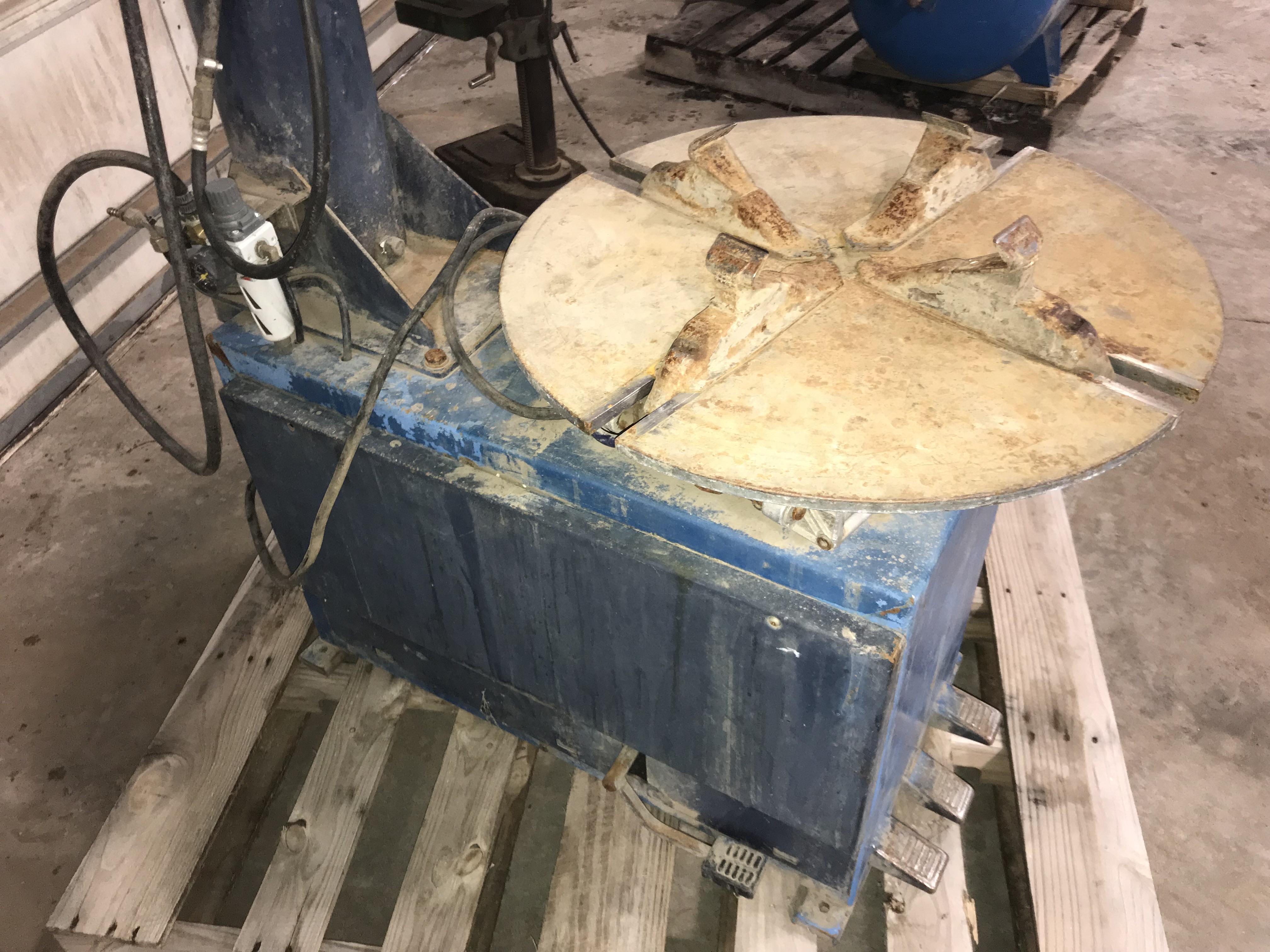 """Lot 15 - Rim Clamp Tire Machine 18"""" (small air leak)"""