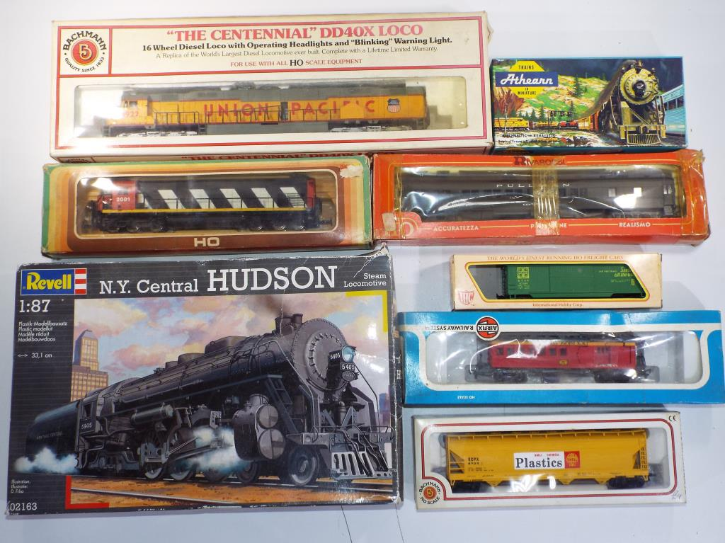 Lot 40 - Model Railways - a collection of Bachmann River Rivaroasi and similar vehicles in original boxes
