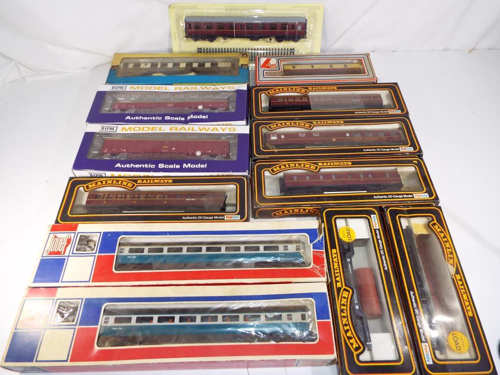 Lot 43 - Model Railways - thirteen items of OO gauge rolling stock in original boxes from Main Line, Grafar,