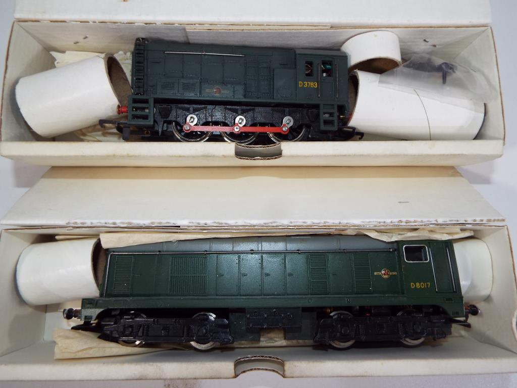 Lot 37 - Model Railways - a collection of Wrenn OO gauge diesel locomotives in original boxes comprising