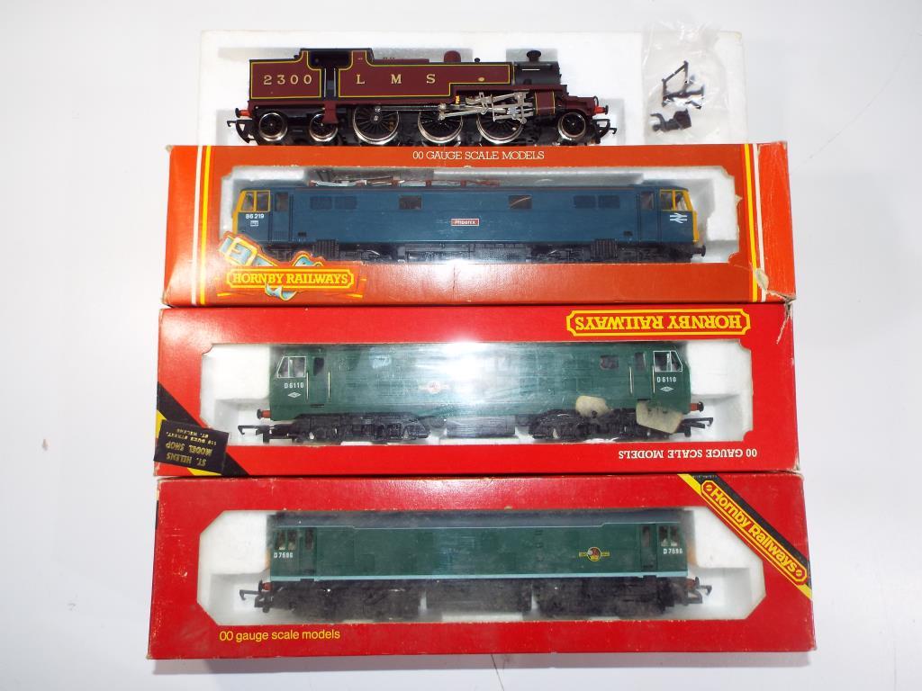 Lot 34 - Model Railways - four Hornby OO gauge locomotives comprising R080 class 29 diesel, R072 class 25,