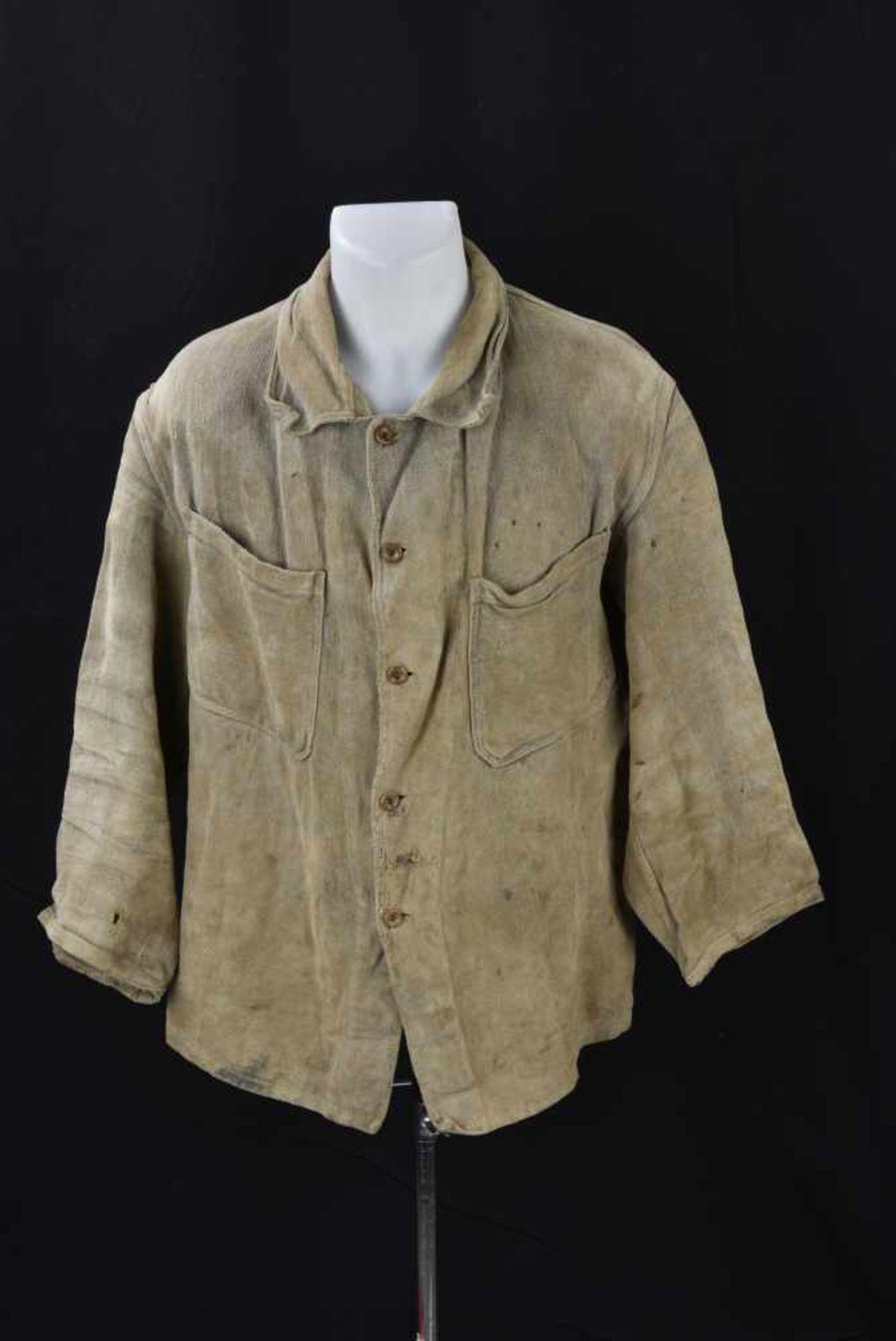 Veste de corvée en grosse toile. Datée 1938. Work jacket, in canvas. Dated 1938. Cette pièce