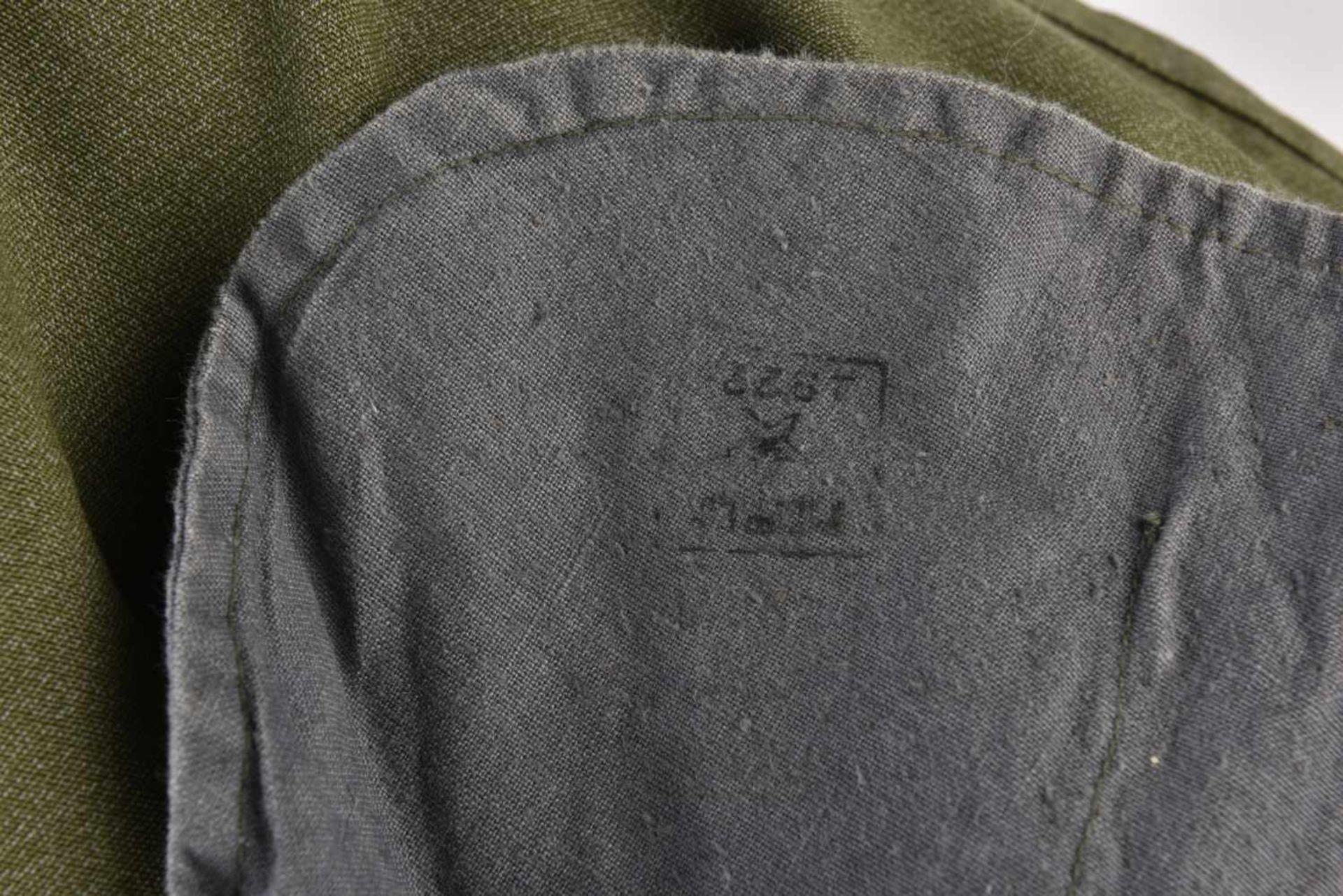 Gymnasterka M.22 pionniers en toile verte, avec ses pattes de col, parements de poitrine, insigne de - Bild 3 aus 4