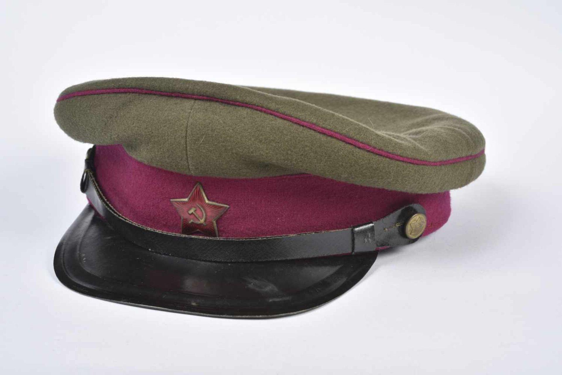 Casquette M.35 Infanterie bandeau et passepoil framboise, taille 57, coiffe souple, datée 1946. M.35