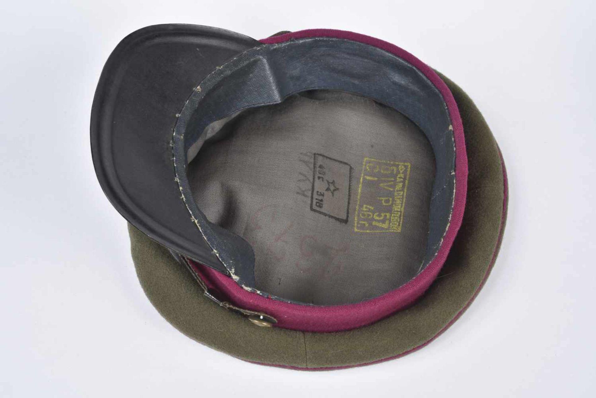 Casquette M.35 Infanterie bandeau et passepoil framboise, taille 57, coiffe souple, datée 1946. M.35 - Bild 3 aus 4