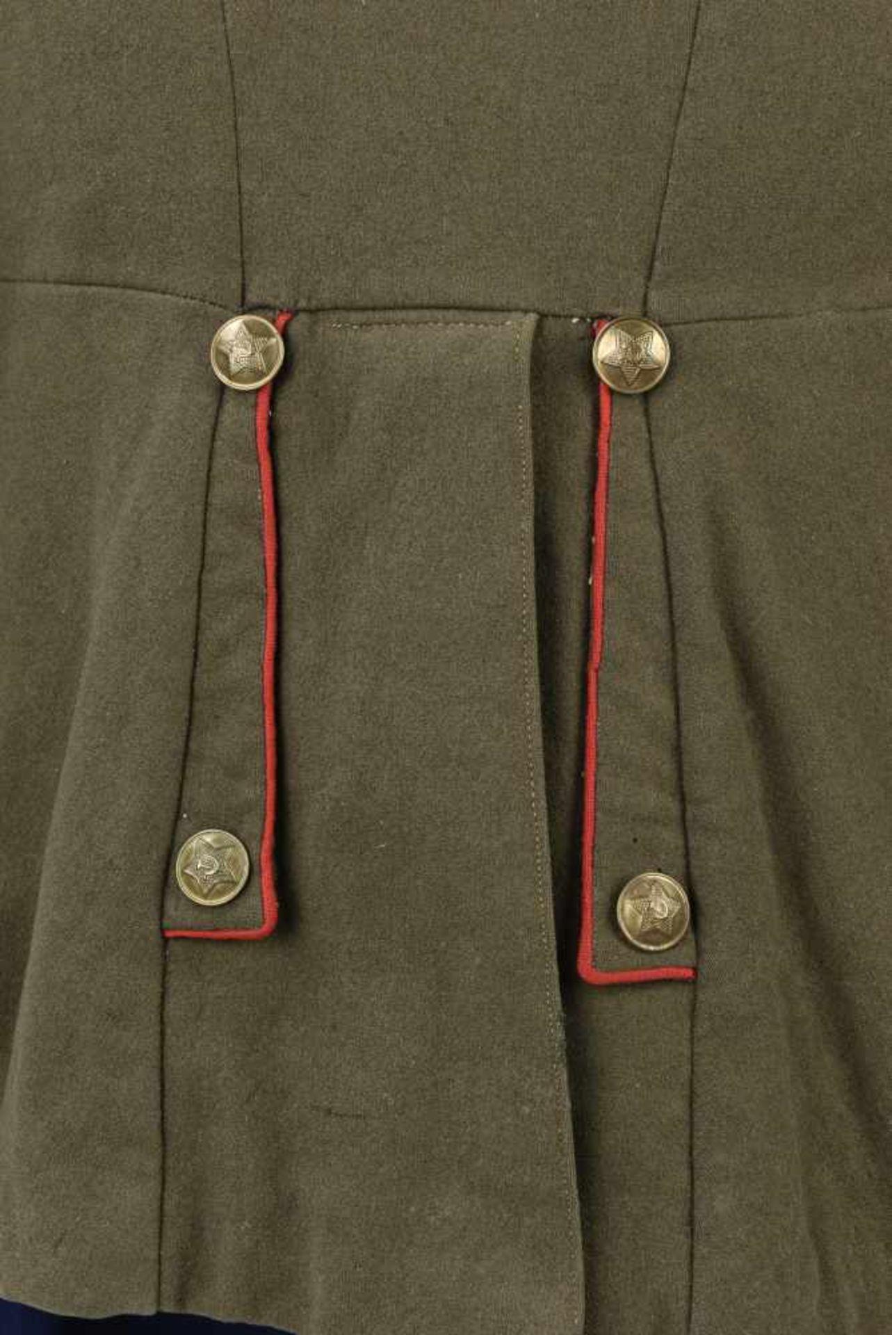 Ensemble comprenant veste Mundir d'un soldat de l'artillerie ou des blindés. Passepoil rouge et - Bild 4 aus 4