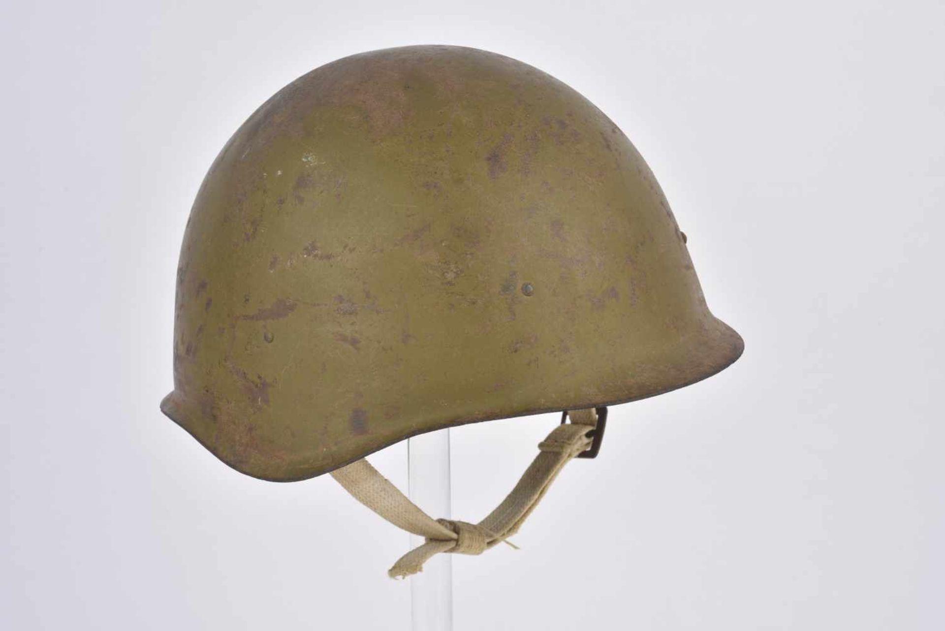 Casque Ssh.40 daté 1944, intérieur à 3 coussinets, jugulaire blanchâtre, fabrication de l'Usine