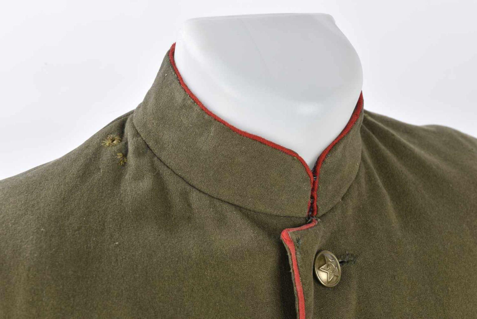 Ensemble comprenant veste Mundir d'un soldat de l'artillerie ou des blindés. Passepoil rouge et - Bild 2 aus 4