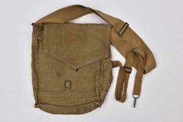 sac de masque à gaz Sac de masque à gaz SHM-1, daté 1940 (languette de fermeture cassée). Cette
