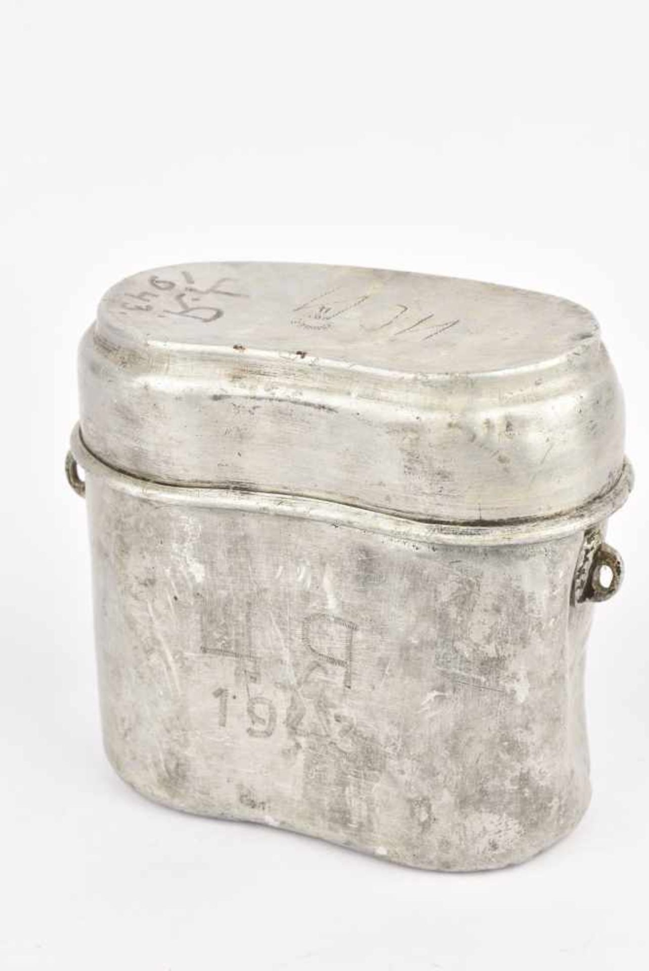 Gamelle M.36 datée 1940 avec inscription de 1943 (manque anse). Cette pièce provient de la