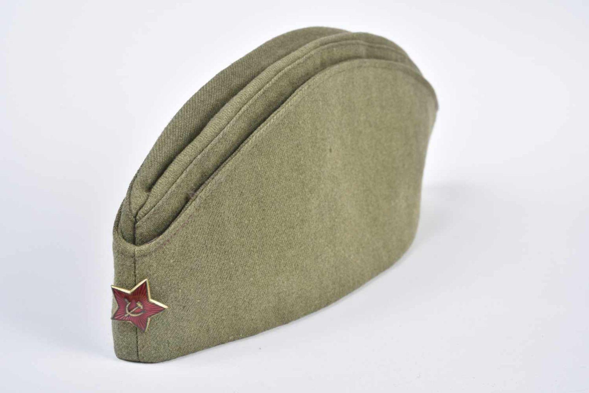 Calot M.35 reconnaissable au tissu laineux couramment utilisé dans les années 30. Etoile rouge en 24