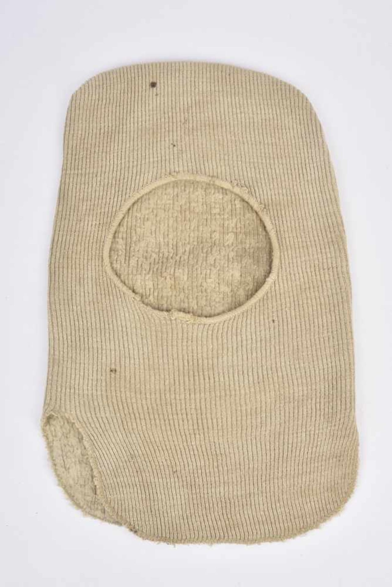 Los 1694 - Cagoule M38 1 Cagoule M.38 en laine. 1 M.38 hoods in wool. Cette pièce provient de la collection