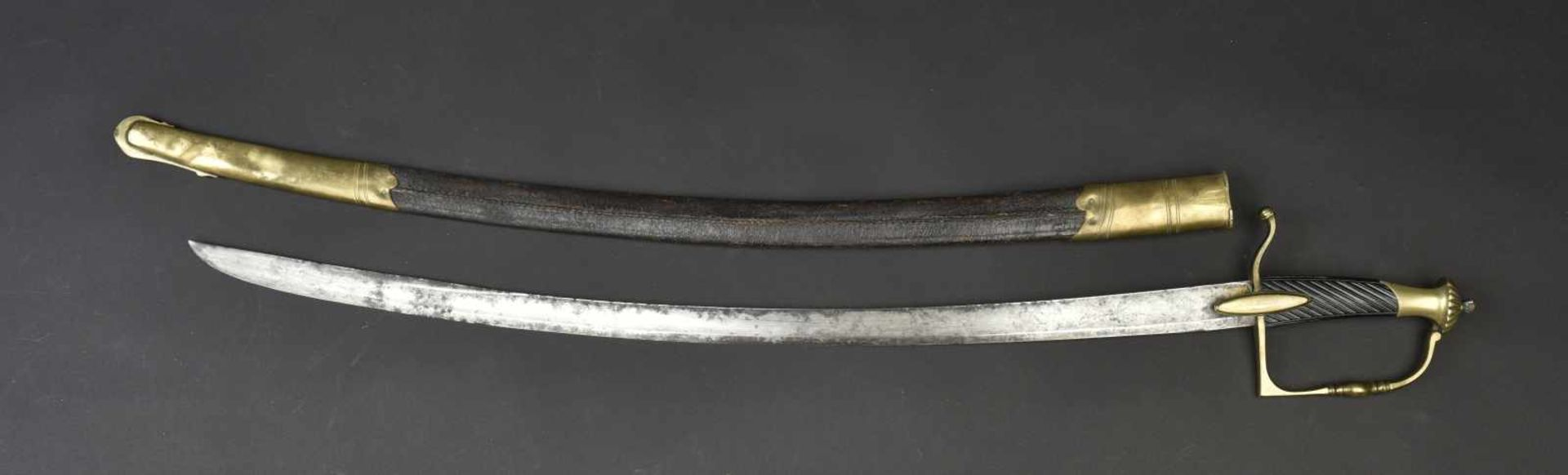 Sabre type premier empire Poignée de couleur noir, nombreuses fissures. Garde en laiton. Lame courbe - Bild 2 aus 4