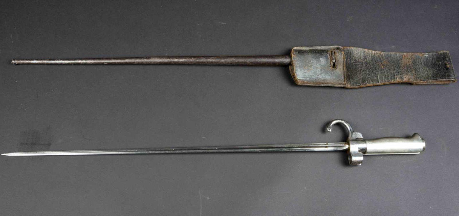 Lot de deux baïonnettes Lebel modèle 1886 poignée maillechort (bon état) avec porte-baïonnette non - Bild 2 aus 4