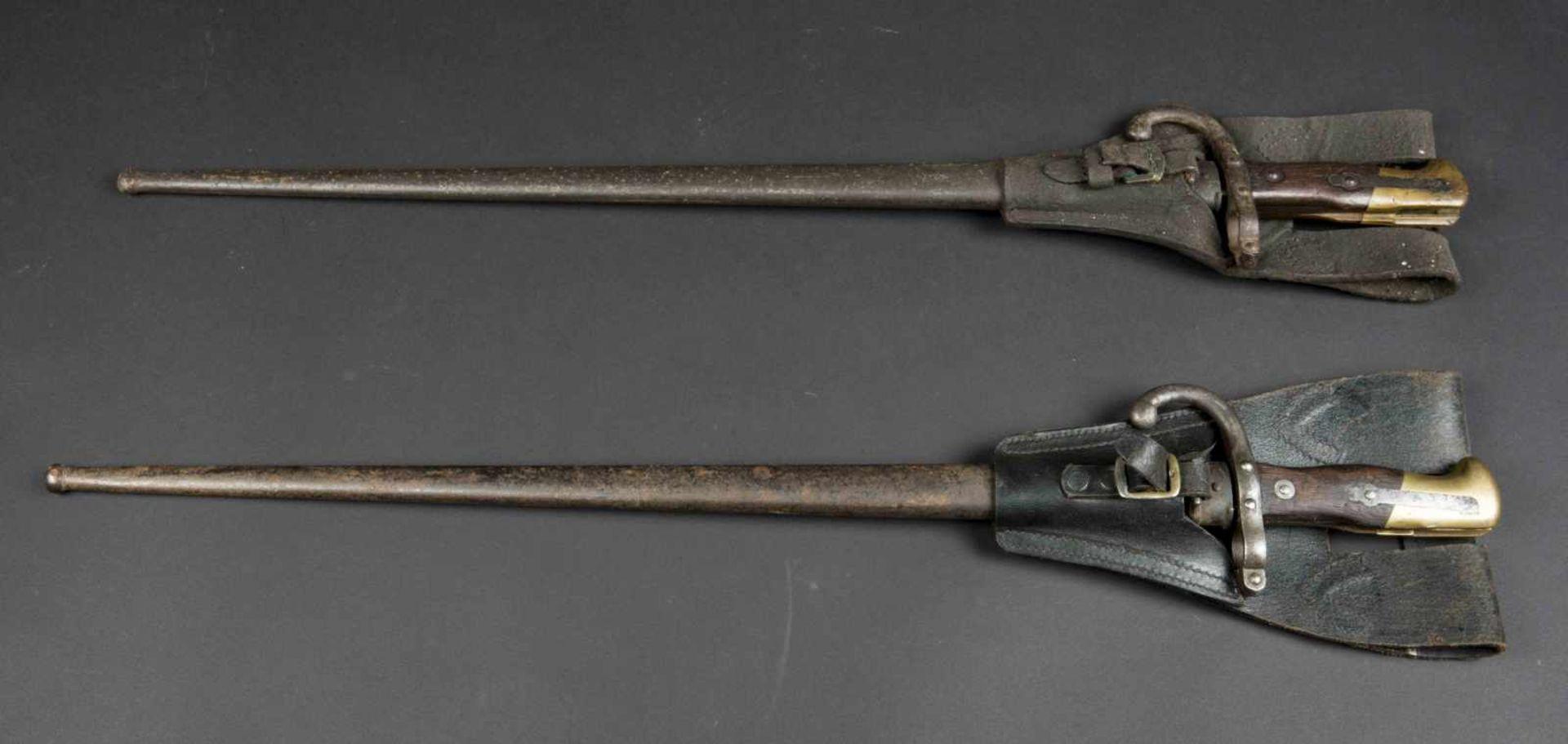 Lot de deux baïonnettes Gras modèle 1874 numéros différents sur baïonnettes et fourreaux, avec - Bild 3 aus 4